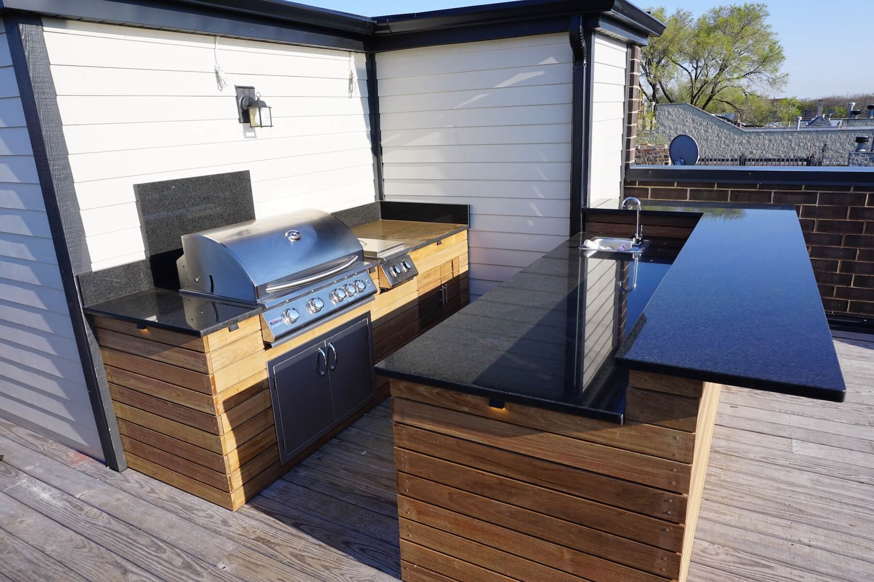 Built-in Grill With Bar