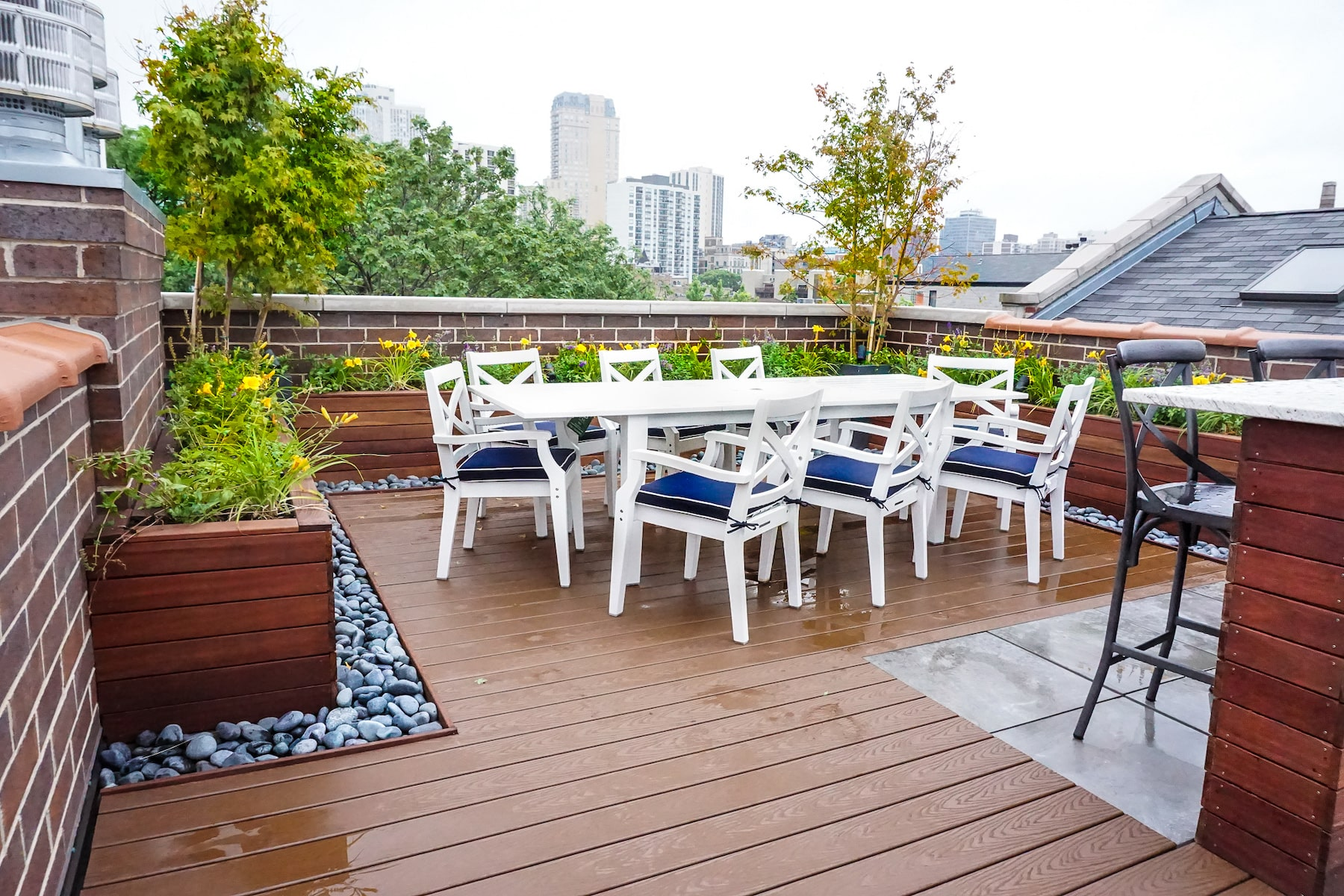 Outdoor Dining and Built-In Planters