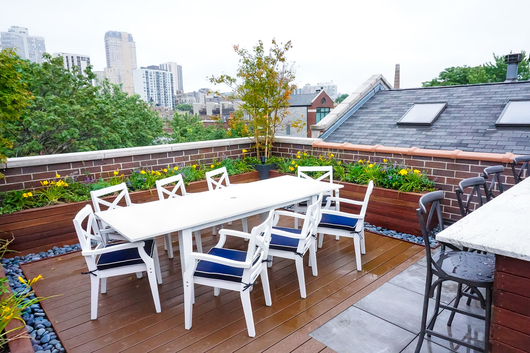 Rooftop Deck With Dining