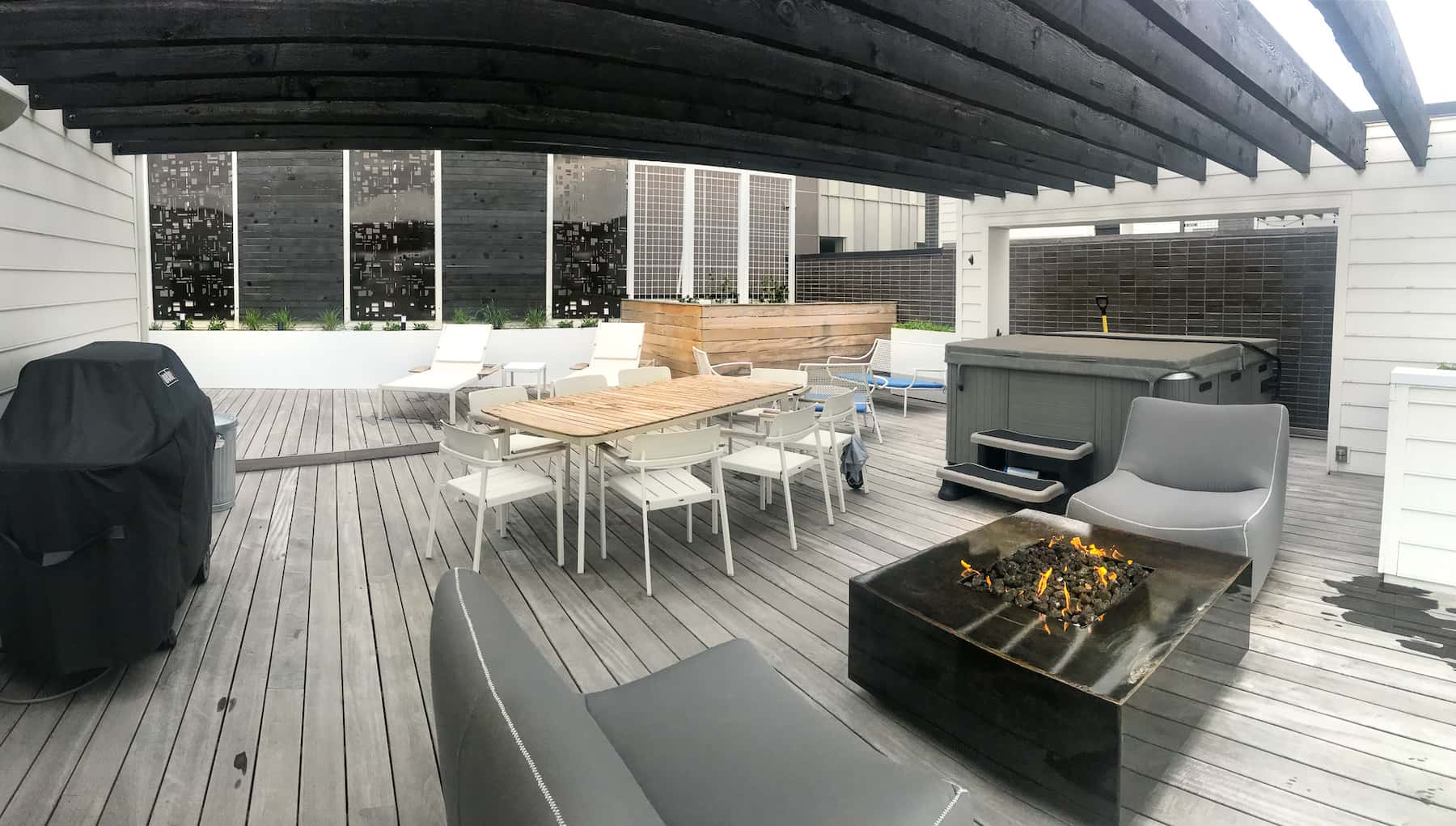 Pergola Dining Fire Pit Deck Hot Tub LoHi Denver, CO